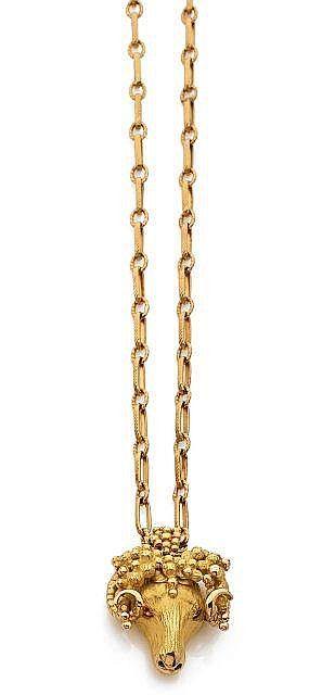<b>ATTRIBUE A ROGER LEBENSTEIN</b>  <br /> <b>Collier pendentif</b> <br /> En or jaune 18k (750) maille figaro gravée, retenant une tête de bélier gravée en relief <br /> Vers 1965 <br /> Signé R.L. <br /> Long.: 71 cm, Poids brut: 36.05 g <br />  <br /> a 18k yellow gold pendant and necklace, attributed to Roger Lebenstein, circa 1965 <br /> <br />  <br />  <br />