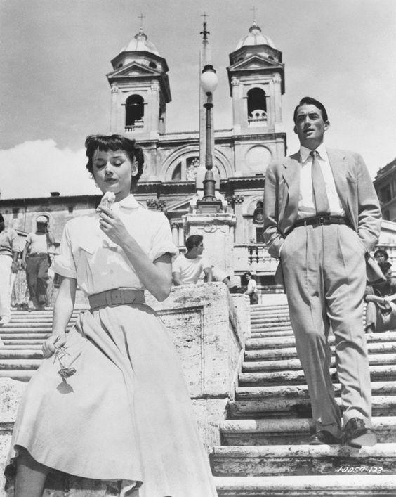 Audrey Hepburn et Gregory Beckà Rome dans Vacances Romaines en 1953 © 1953 Paramount
