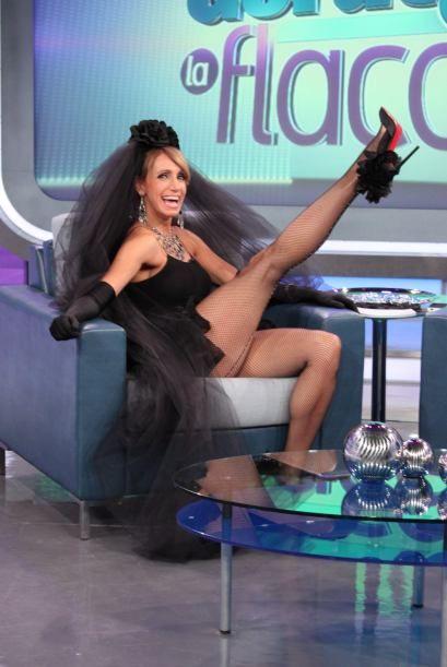 lili estefan piernas lily estefan vestida de viuda negra