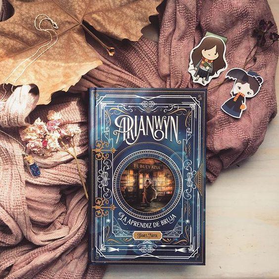 ¿Quién es vuestra bruja preferida? 😉 Hay muchas entre las que elegir. • Me acaba de llegar esta preciosidad de libro; desde que supe que saldría me entraron unas ganas inmensas de leerlo, y es que tiene una pinta preciosa (y la edición OMG! Gran trabajo por parte de @lagalerayoung 😉). •••••••••••••••••••••••••••• Who's your favorite witch? ;) It is hard to choose just one... • I've just received this beautiful book; I've been dying to read it since I knew it would be published in Spanish a...: