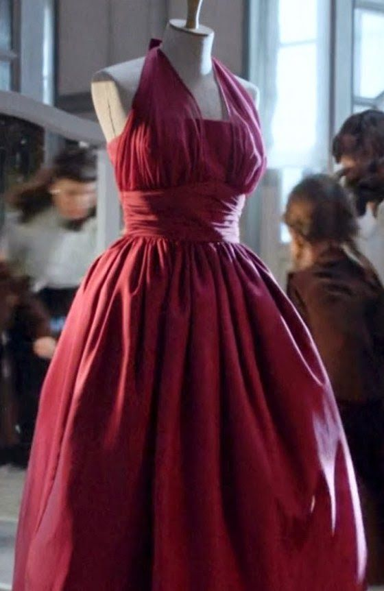 Vestido rojo de la serie Velvet.