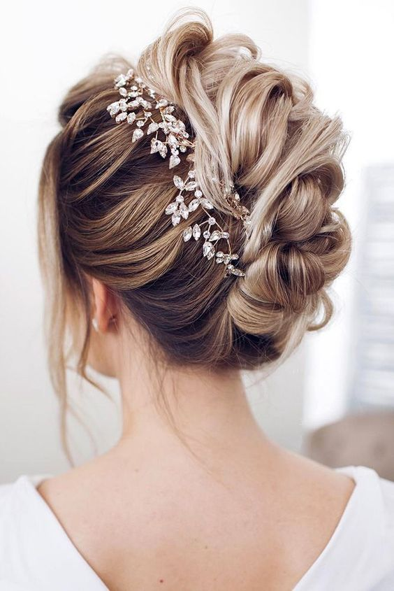 47 Romantic And Easy Updo Wedding Hairstyles For 2020 Wedding Hairstyles For Medium Hair Medium Hair Styles Trendy Wedding Hairstyles