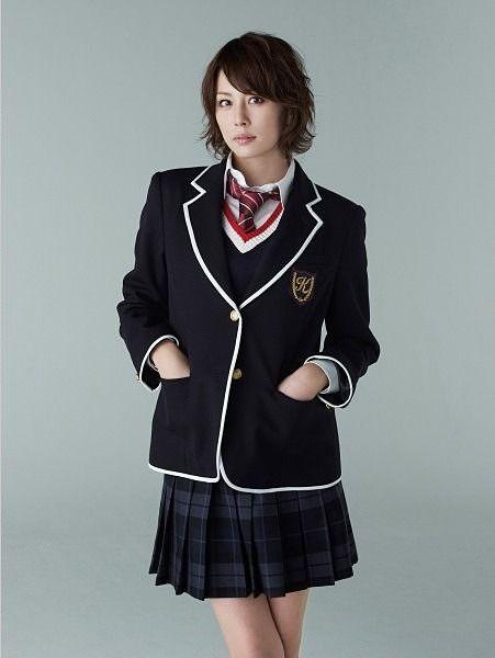 制服の米倉涼子