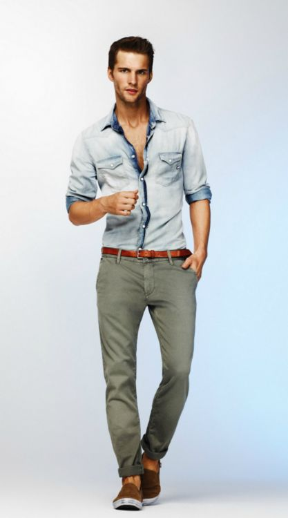 Chambre or Denim? Either way the embre face on the turn of the cuff, collar interior, and placket are dope.