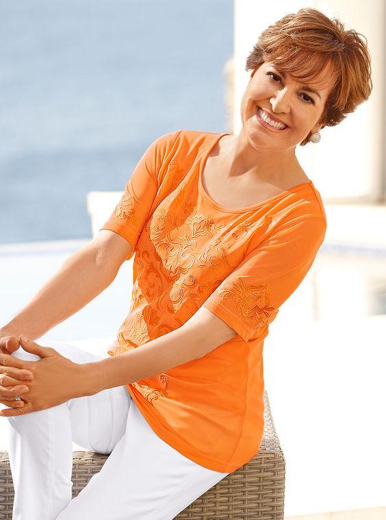 Orange, so leuchtet der Herbst! Dieses apricotfarbene Shirt von PAOLA bezaubert durch eine auffällige Ornamentstickerei und bringt Sie zum Strahlen: http://www.klingel.de/shirt-paola-634723/ #Mode