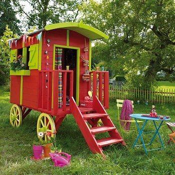 une roulotte, une 'cabane' originale pour les enfants  http://www.castorama.fr/store/Maisonnette-en-bois-Roulotte-prod2570041.html