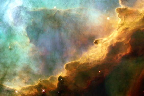الصورة لسديم أوميغا أو سديم البجعة في كوكبة القوس تم التقاطها 1990