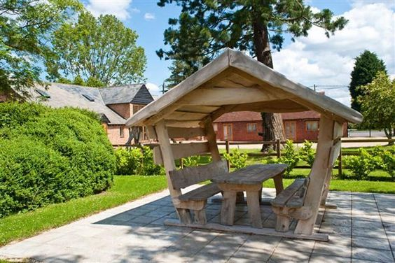 Covered Picnic Tables : Want this covered garden picnic table build