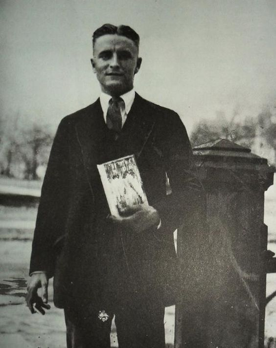 What was the writing style F. Scott Fitzgerald used in writing