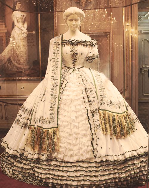 Very few dresses of Elizabeth has been preserved.  This dress isn't shown to the public for reasons of conservation, however a copy was made ​​for the Sisi Museum of Vienna. She wore this gown at her farewell to Bavaria, April 20, 1854.