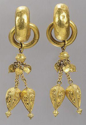 Pair of earrings, Three Kingdoms period, Silla Kingdom (57 B.C.–668 A.D.) or Gaya Federation (42–562), 6th century Korea Gold