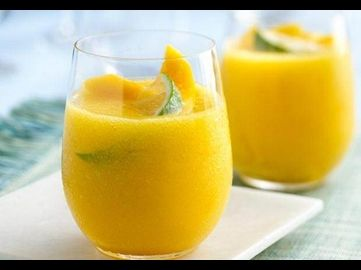 Margaritas mal ganz anders: Süße Mangos, frisch gepresster Limettensaft und Kokoswasser ergeben einen fruchtig-frischen Cocktail.