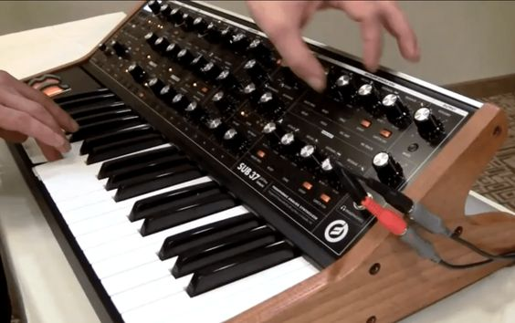 Modulation & Sequencing With The Moog Sub 37 Analog Synthesizer