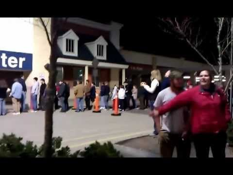 11;45pm Black Friday Brunswick Maine CRAZY LONG LINE...WERE YOU THERE?