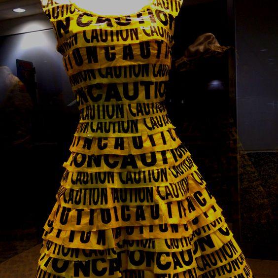 Recycle fashion show atl airport y de kesos y cosas for Recycle and redesign ideas
