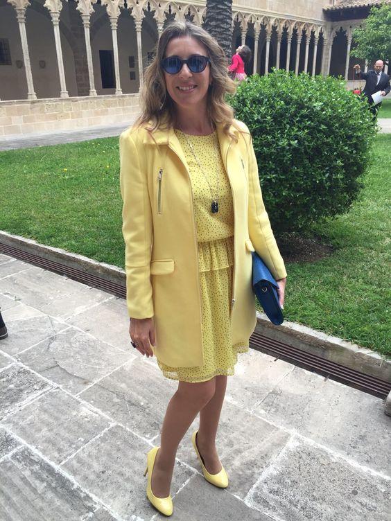 Nuestra personal shopper Verónica Gálvez con su estilismo en amarillo para acudir a la comunión de sus ahijados. Si quieres ganar en estilo personal visita nuestra web y verás lo que palmaSHOPPERS puede hacer por ti www.palmashoppers.com