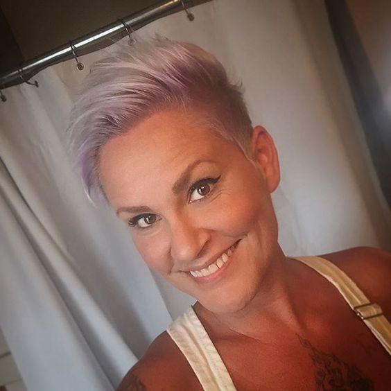 Wil je gaan voor een kleur die bijna niemand heeft? Ga voor paars! 11 korte paarse kapsels speciaal voor jou!