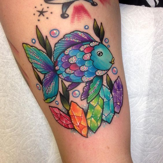 ✨ The Rainbow Fish, thank you Ashley! This was my brother's favorite book when he was like 6, I love him  @aidanescobar #rainbow #tattoo #wlba