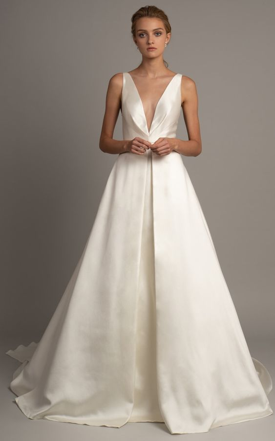 Wedding dress with v-neck and full skirt | Wedding dress with pockets | Anderson bridal gown by Jenny Yoo Spring 2019   #weddingdress #weddinggown #bride #brides #bridalgown #bridal #weddingideas