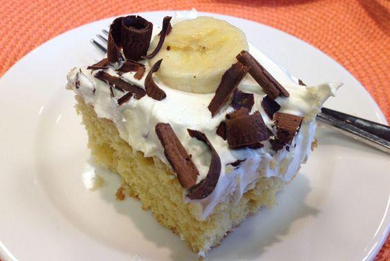 Ce gâteau parfait pour les réceptions cache de petits trésors: des trous remplis de pouding! De plus, il est très facile à réaliser! Vous n'avez qu'à faire des trous dans le gâteau cuit, à les remplir, puis à le glacer. Garnissez-le de tranches de banane et de copeaux de chocolat au moment de servir. Ce dessert pourrait bien devenir un nouveau classique familial!