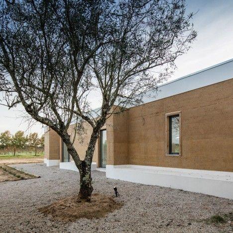 vineyard-house-blaanc-architecture-residential-montijo-portugal-rammed-earth-joao-morgado_dezeen_936_26