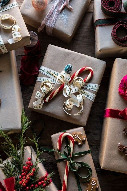 Wrapping a gift is really pretty straightforward. In case the gift will a friend, they can either regift it to somebody else, or keep it for a different objective. You are able to create wonderful homemade gifts, with the correct instructions and a bit of patience. Seal your gifts the traditional way. You do not need to employ somebody else to wrap your Christmas gifts to create an impression, however.