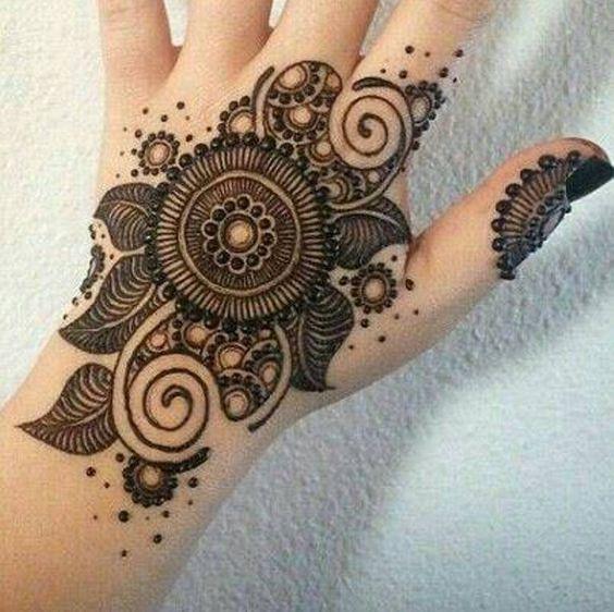 Simple Mehndi Mandala : Flower henna for eid is the new sexy pinterest