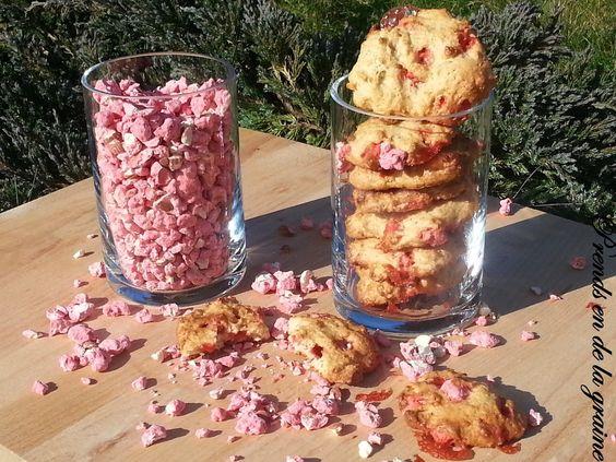 Sans beurre, sans crème, sans lait, sans œuf... Mais pas sans gourmandise !!!  De délicieux cookies moelleux et croquants à souhait.  Pour 12 cookies : - 220 g de farine - 90 g de cassonade - 100 g de purée d'amande blanche - 5 g de levure - 2 c. à soupe...