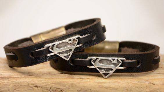 Bracelets de charme Superman cadeau danniversaire en par PukkaMen