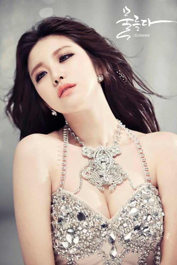 "Update March 23 KST: Jun Hyosung releases a music video teaser for the title track ""Find Me"" featuring D. Action. Jun Hyosung wrote the lyrics for ""Find Me,"" as well as ""Dear Moon,"" which is also included in the ""Colored"" album. Another image teaser fo..."