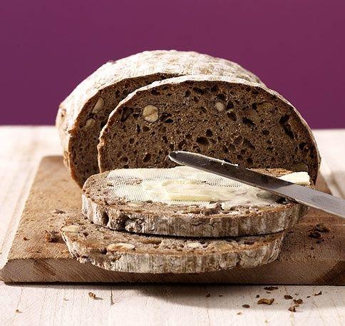 Nussbrot - Brot: Rezepte zum selber backen - 2 - [ESSEN & TRINKEN]... - http://back-dein-brot-selber.de/brot-selber-backen-rezepte/nussbrot-brot-rezepte-zum-selber-backen-2-essen-trinken/