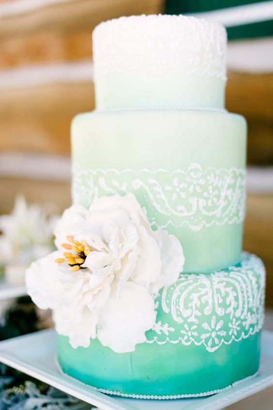 #ombre wedding cake   Photography: omalleyphotographers.com   Cake: http://thesweetcrumb.com