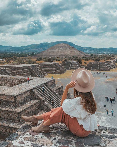 Mujer en méxico, en las ruinas mayas de TEOTIHUACÁN