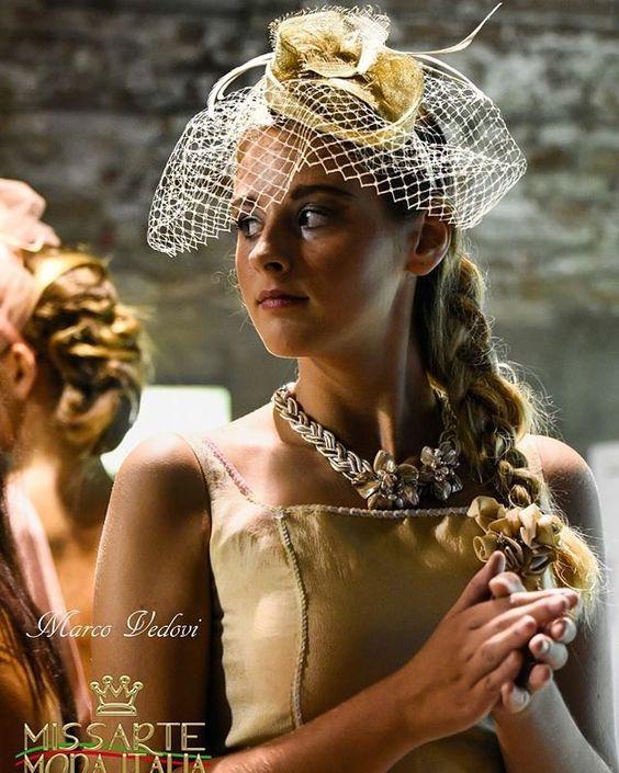 Creazioni con veletta e piume per questa serata di moda! Sfilata @missartemodaitalia Abito: @cristinabertuccelli  Hairsyle: @michelacinini Gioielli: @rosannapasquini Foto: Marco Vedovi  #cappello #cappelli #hat #instalike #instafun #instalife #fashion #womenfashion #madeinitaly #livorno #madeinitaly #moda #modadonna #fascinator #artigianato #modisteria #modella #modelle #fashionphoto #accessori #stile #style #l4l #concorso #modella #modelle #bellezza #model #girl