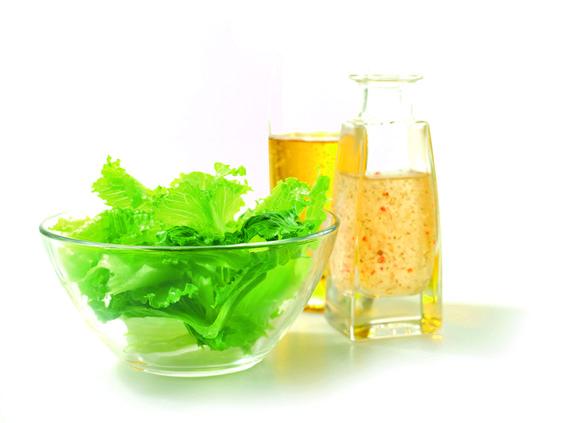 SALARICO MIT OLIVENÖL -  Zutaten für 2 Personen: 1 SalaRico, 6 EL Zitronensaft,  1EL feingeriebene,  Zitronenschale  (unbehandelt),  1 EL Dijonsenf,  ½ EL Zucker,  200ml Olivenöl,  Salz und Pfeffer. Hier geht's zur Zubereitung: http://behr-ag.com/de/unsere-rezepte/rezeptdetail/recipe/salarico-mit-trauben-1.html