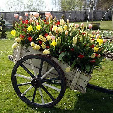 Like this planter!: Carts Wagons Wheelbarrows, Yard Idea, Flower Cart, Wagons Carts, Carts Wagons Wheels, Wheelbarrows Carts