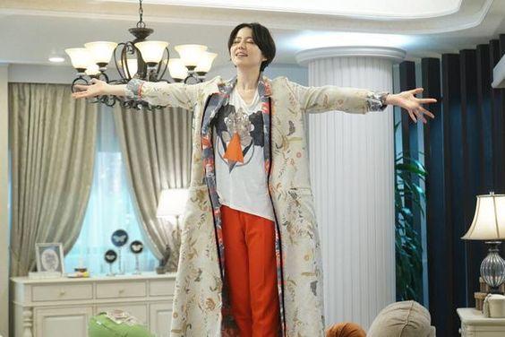 柄が可愛いコートを着る長澤まさみさん
