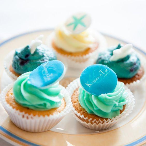Mhh lecker die süßen blauen Cupcakes auf einer unserer Hochzeiten  photo@ Kosmeyer
