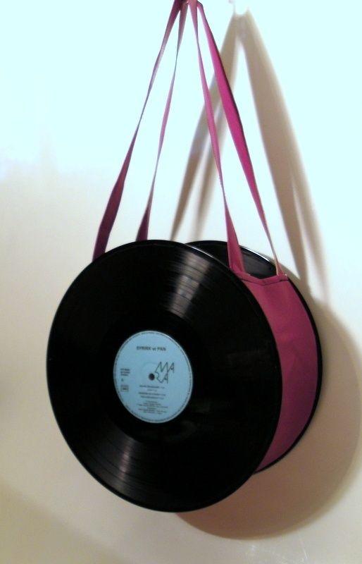 sac fourre tout uniktonsac bandouli re r alis avec des disques vinyl 33 tours et simili cuir. Black Bedroom Furniture Sets. Home Design Ideas