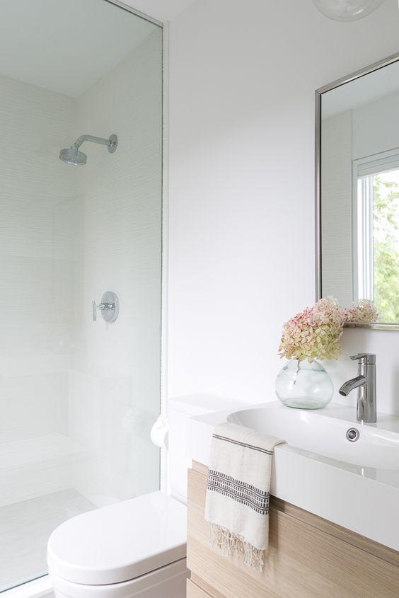 pretty, white bathroom inspiration