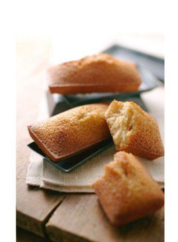 ノワ・ドゥ・ブールを代表するお菓子。 厳選した素材を使用し高温で短時間焼き上げることで外側はカリッと、中はしっとりと風味の広がるおいしさです。