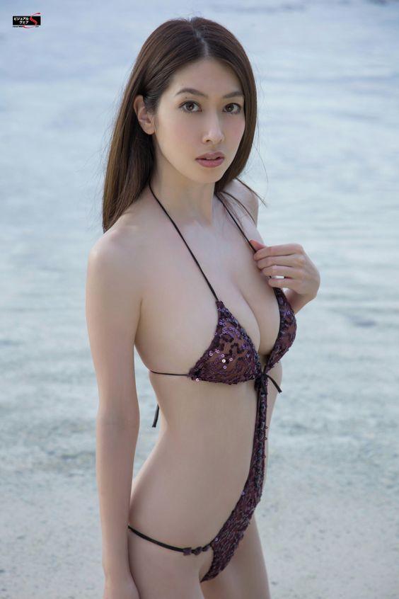 小林恵美 最近の水着 画像