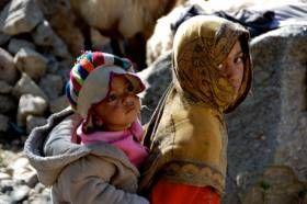 Ζουν 120 χρόνια, αρρωσταίνουν σπάνια και οι γυναίκες της φυλής στα 40 τους μοιάζουν κοριτσάκια και στα 65 τους κάνουν παιδιά. Οι Χούνζα ζουν σε μια κοιλάδα που φέρει το ίδιο όνομα κάπου ανάμεσα σε Ινδία και Πακιστάν και αποτελούν το βασικό αντικείμενο πλήθους ερευνών ακριβώς εξαιτίας της θαυμαστής καλοζωίας και μακροζωίας τους.