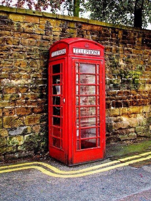 Australia had these telephone boxes too ....