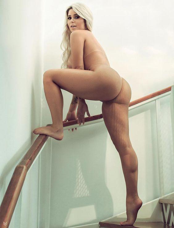 Karol Schwonke, a mais gostosa do Pânico na Band é a capa da Revista Sexy de novembro. Finamente sem o biquininho, essa loira deliciosa mostra toda a beleza
