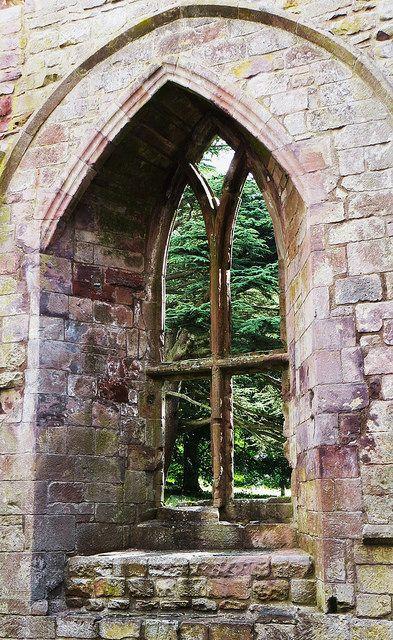 Fenêtre gothique, abbaye de Dryburgh, gothique primitif, Scottish Borders, Ecosse, Royaume-Uni. #window #Dryburgh