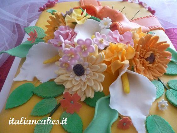 Torta floreale in pdz e fiori in pasta di gomma.  Flowers cake with gum paste flowers
