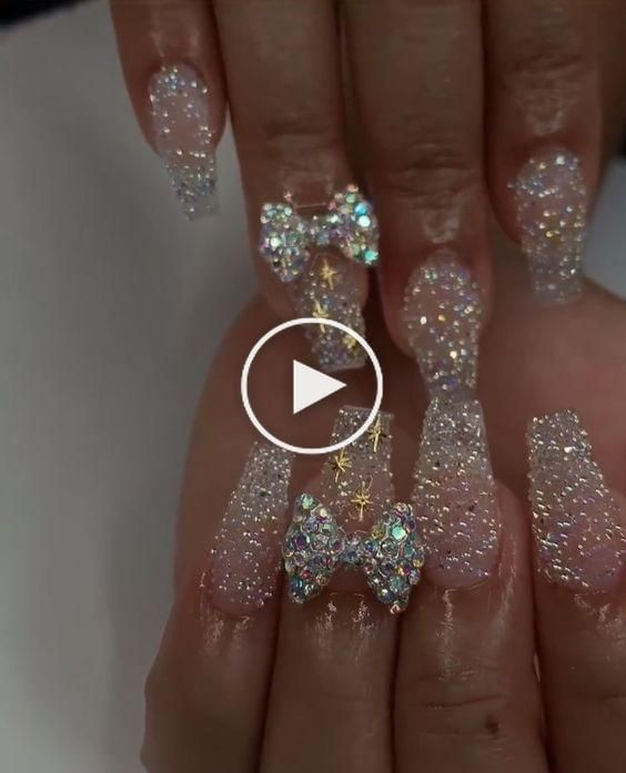 Idees Ongles Les Plus Glamours Pour Le Nouvel An Blogmas Jour 21 Nailnewyears Salut Tout Le In 2020 Bling Acrylic Nails Glitter Toe Nails Pink Acrylic Nails