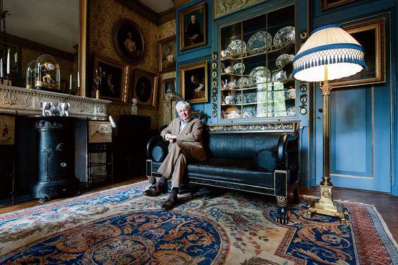 """Geert Mak: De levens van Jan Six Schrijvend over  het patriciërsgeslacht Six, voor zijn nieuwe boek,  zag Geert Mak de Amsterdamse geschiedenis voor het eerst door de ogen van de zeer bevoorrechte bestuurders van die stad. """"De heer des huizes prentte mij steeds in: 'Geert, oud geld bestaat niet meer'."""""""