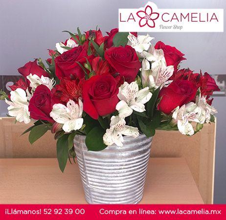 Bellísima combinación de Rosas rojas y Alstroemerias rojas y blancas en una cubeta de lámina, arreglos hechos para un pedido especial… ¡que nos encantaron!